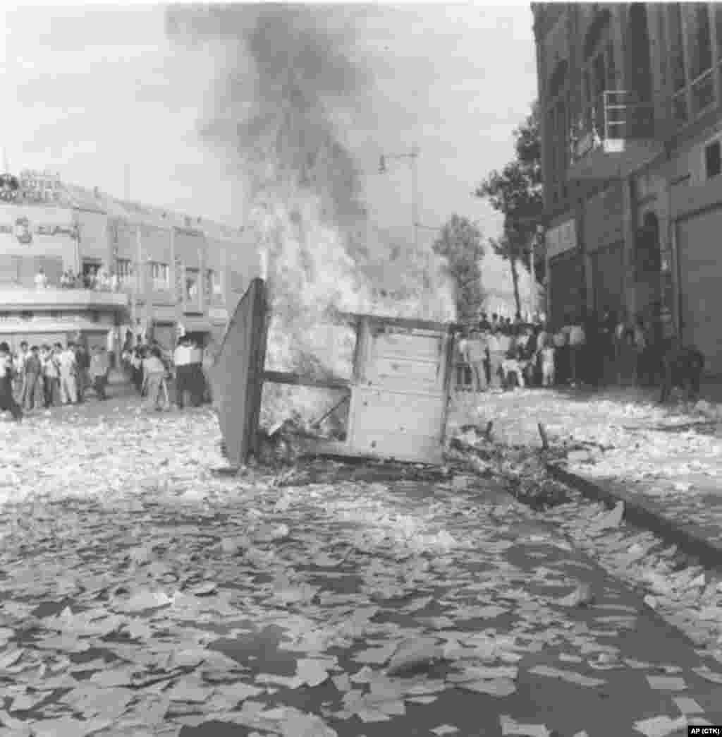 A communist newspaper kiosk is burned by pro-shah demonstrators in Tehran on August 19, 1953.