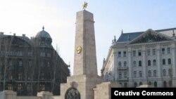 Памятник советским солдатам на площади Сабадшаг (Свободы) в Будапеште. Его устранения добиваются венгерские ультраправые