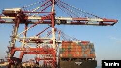 تراز تجاری هفت ماهه ایران با بسیاری از کشورها برای اولین بار منفی شده است.