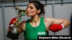 Sadaf Khadem aprelin 13-də keçirilən matçda fransalı boksçu Anne Chavin-i məğlub edib