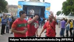 Футбольні фани з Португалії також уже прибули до Львова