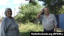 Мужчина говорит, что ему не хватает денег, чтобы получить российский паспорт