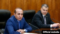 Armenia -- Prime Minister Hovik Abrahamian (L) meets with with businessmen, Yerevan, 18 April, 2014