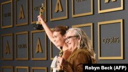Filmmakers Elena Andreicheva (left) and Carol Dysinger celebrated winning an Oscar for best documentary short subject in Los Angeles on February 9.