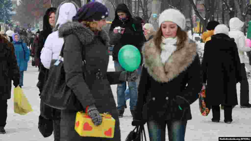 Усі охочі отримують «добрі» поради та різнокольорові повітряні кульки
