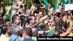 Բրազիլիա - Նախագահ Ժաիր Բոլսոնարուն ողջունում է մայրաքաղաք Բրազիլիայում հավաք անցկացնող իր աջակիցներին, 31-ը մայիսի. 2020թ.