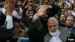 مهدی کروبی در نمایشگاه مطبوعات تهران