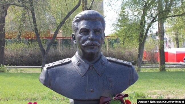 Бюст Сталина давно отлит