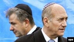 اسرائیل تحریم های اعلام شده را کافی ندانسته و خواهان « اتخاذ تدابیرسریع و قاطعانه دیگری » شده است.
