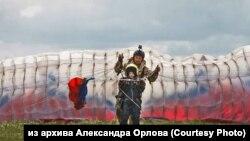 Новосибирский парапланерист Александр Орлов