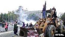 Архивска фотографија од 5-октомвриските демонстрации во Србија