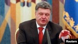 Украина президенти Петро Порошенко Миллий хавфсизлик кенгаши мажлисида нутқ сўзламоқда, 2014 йил 4 ноябри.
