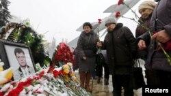 На могиле Олега Пешкова