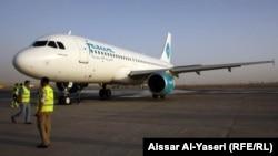 طائرة كويتية تهبط في مطار النجف الدولي