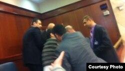 Претседателот на ЗНМ, Насер Селани, избркан од Собраниската галерија за време на седницата за носење на буџетот за 2013.