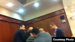 Претседателот на ЗНМ, Насер Селани, насилно исфрлен од Собраниската галерија за време на седницата за носење на буџетот за 2013-та.