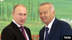 Russian President Vladimir Putin (left) and his Uzbek counterpart, Islam Karimov, talk in Tashkent on December 10.