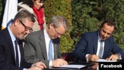 Pamje nga nënshkrimi i marrëveshjes sot.