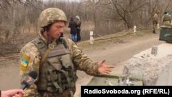 Любомир Мелехів показує, що прилітає на позиції
