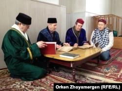 В мечети татарской общины в Петропавловске. 22 марта 2014 года.