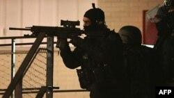 Француз полициясы. Париж, 8 қаңтар 2015 жыл.