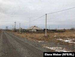 Дома в селе Аккудык, который называют также Большой металлургической станцией. Населенный пункт расположен в промзоне и выглядит удручающе.