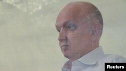 Владимир Козлов сот залында отыр. Ақтау, 16 тамыз 2012 жыл.