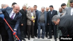 Armenia -- Energy Minister Armen Movsiaian (L) and his Iranian counterpart Majid Namju launch the construction of an Armenian-Iranian power transmission line, 14Oct2010.