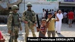 Российские военные в сирийском Дейр-эз-Зоре.