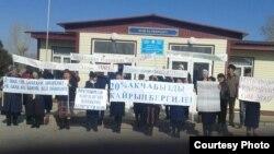 Семиз-Бел айылы. Мугалимдер пикетте. 20-март, 2017