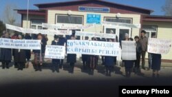 Акция протеста учителей в селе Семиз-Бел.