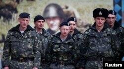 Украинские солдаты в городе Керчь. Крым, Украина. 4 марта 2014 года.