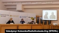 Тетяна Баранова, Денис Чернишов і Ольга Бажан під час презентації знахідки