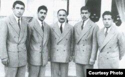 عکس دسته جمعی ایستاده از راست: جهانبخت توفیق، غلامرضا تختی، حبیب الله بلور، محمدعلی فردین و عباس زندی