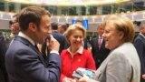 Френският президент Еманюел Макрон, председателката на Европейската комисия Урсула фон дер Лайен и канцлерката на Германия Ангела Меркел признаха, че ЕС се нуждае от още време, за да реши колко и за какво ще харчи за общи политики