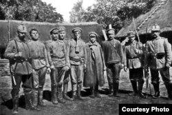 Германцы з расейскімі палоннымі (брашура «Крэва. Год пазыцыйнай вайны»)