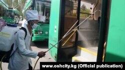 Дезинфекция общественного транспорта в Кыргызстане. Иллюстративное фото.