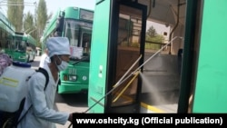 Дезинфекция общественного транспорта в Оше. Иллюстративное фото.