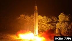 """Испытание северокорейской ракеты """"Хвасон-14"""""""