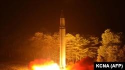 Запуск северокорейской межконтинентальной баллистической ракеты, 29 июля 2017 года.