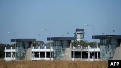 Pamje e aeroportit ndërkombëtar në Donjeck i cili është nën kontrollin e trupave qeveritare