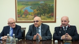Raed Arafat (c) la întâlnirea cu prim-ministrul Maia Sandu, 23 August 2019