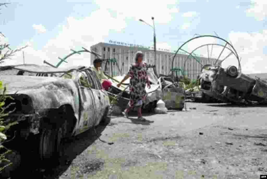 Андижон: 2005 йил¸ 14 май - Бундан беш йил муқаддам 13 май куни Андижон маркази урушдан кейинги шаҳар ҳолига солинган эди.