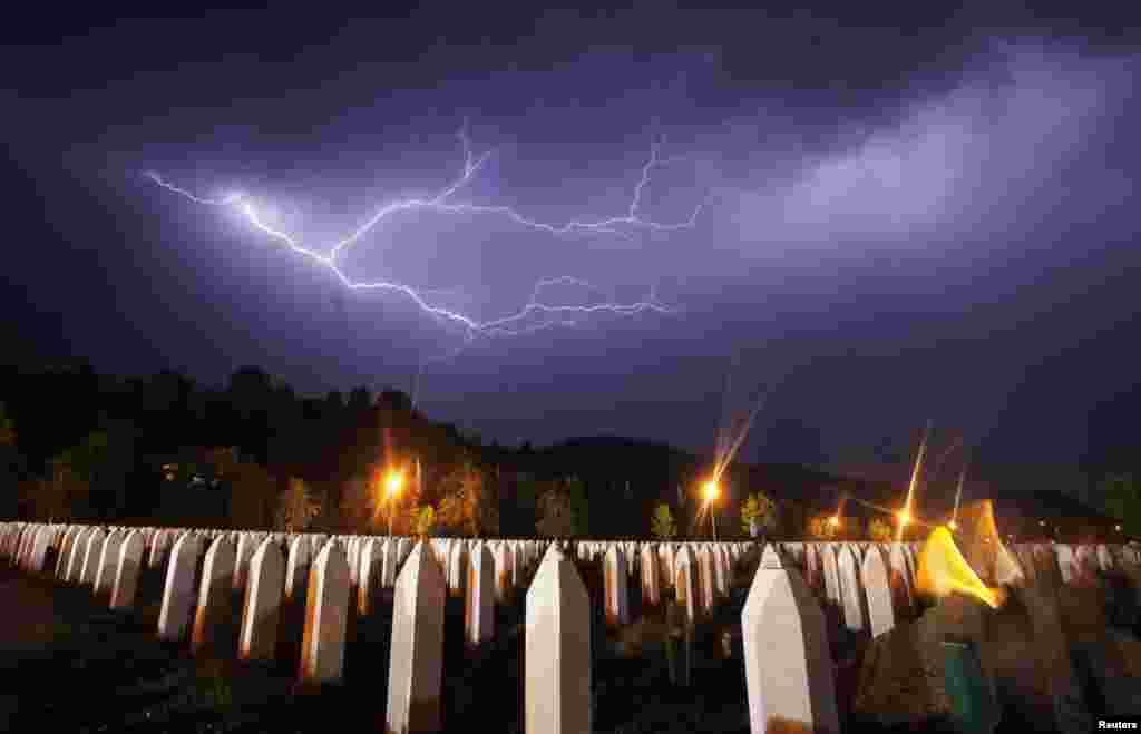 BiH - Sedamnaesta godišnjica genocida u Srebrenici, 10. juli 2012. Foto: Reuters / Dado Ruvić