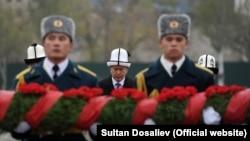 Алмазбек Атамбаев репрессия курмандыктарын эскерүү иш-чарасында