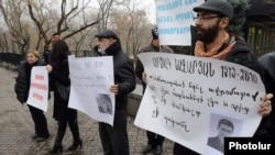 Armenia - Civic activists demonstrate outside the presidential palace in Yerevan to demand fair trials on non-combat army deaths, 12Dec2012.