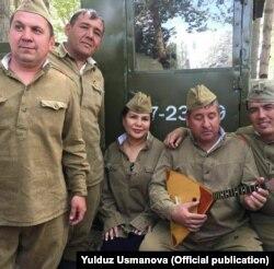 Певица Юлдуз Усманова в форме советского солдата.