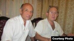 Правозащитники Аликул Сарымсаков (слева) и Шухрат Рустамов.