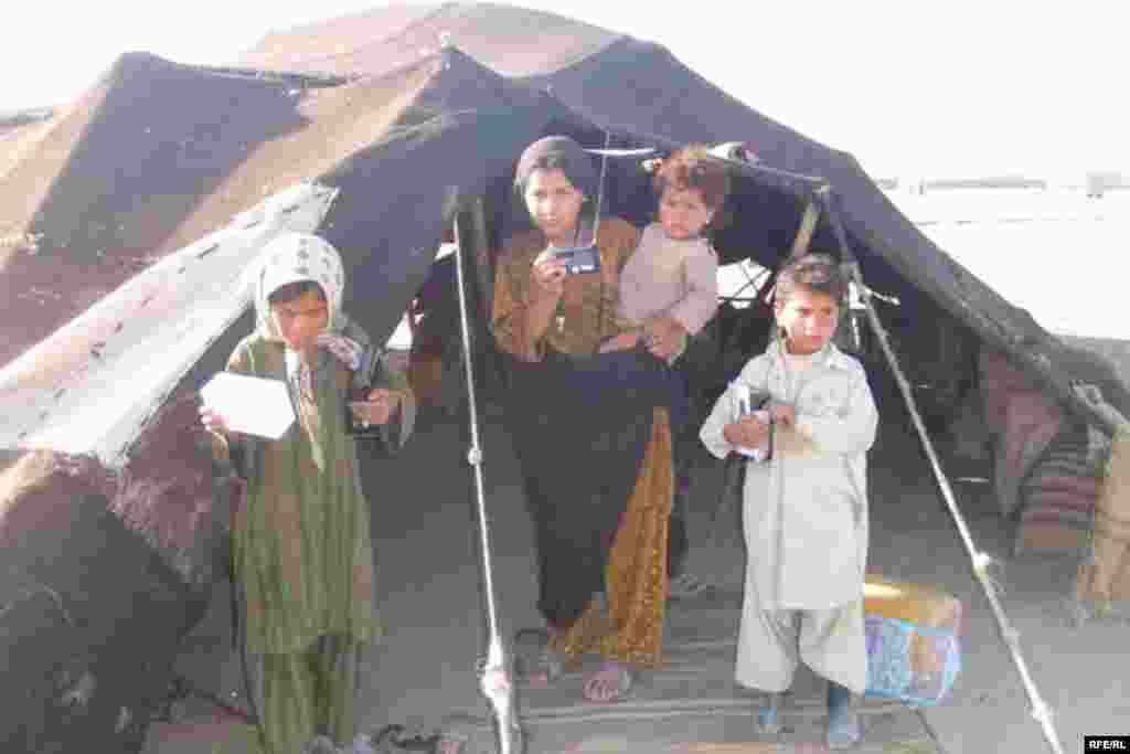 In Shindand, Afghan nomadic tribes were also among the recipients. Here a picture from a camp of Kuchi nomads, most of which are illiterate and do not have permanent housing, so the radio is the only feasible way for them to stay informed.