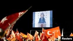 رجب طیب اردوغان در سخنرانی کوتاهش گفت که «امیدوارم هیچ کسی درباره نتایج انتخابات تشکیک نکند».